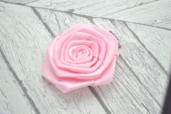 Barrette / Elastique thème rose rose pale