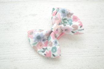 Collection Eté noeud tissu fleuri rose pâle